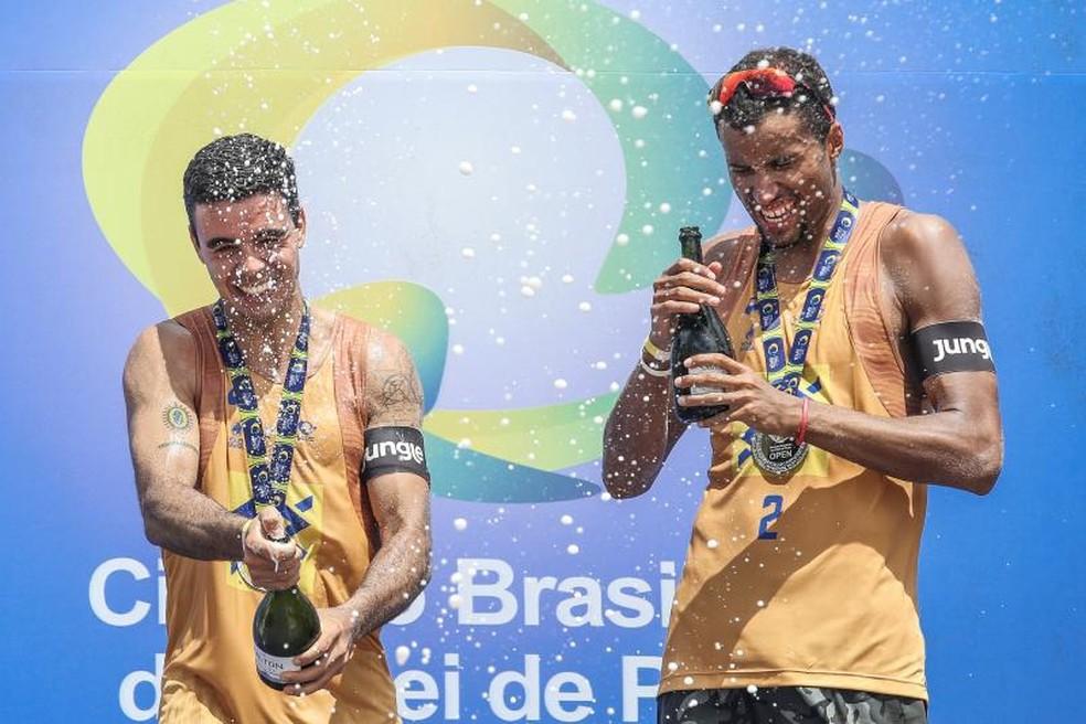 Guto e Arthur conquistam medalha de ouro na 7ª etapa do Circuito Nacional — Foto: Wander Roberto/Inovafoto/CBV