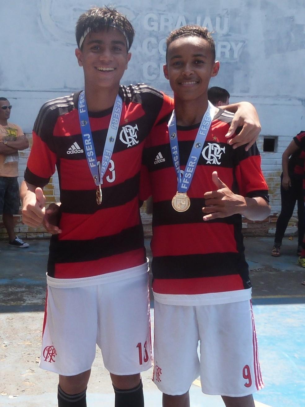 Reinier e Lázaro chegaram a ser adversários, mas brilharam juntos no Flamengo — Foto: Arquivo pessoal