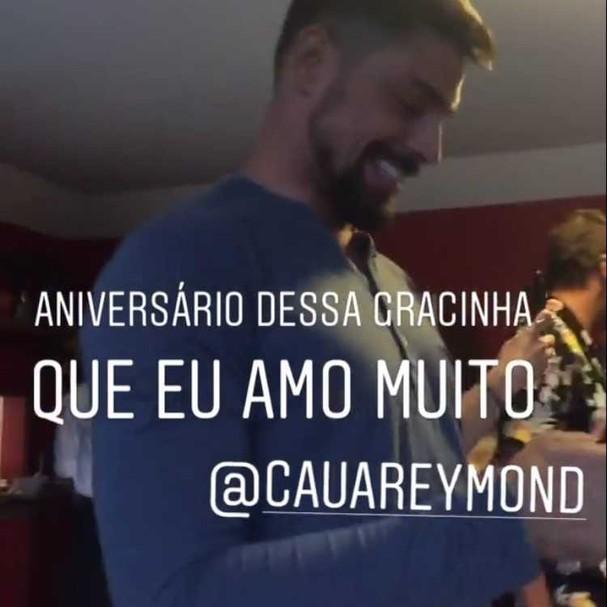 Flagra de Cauã em sua festa de aniversário (Foto: reprodução/Instagram)