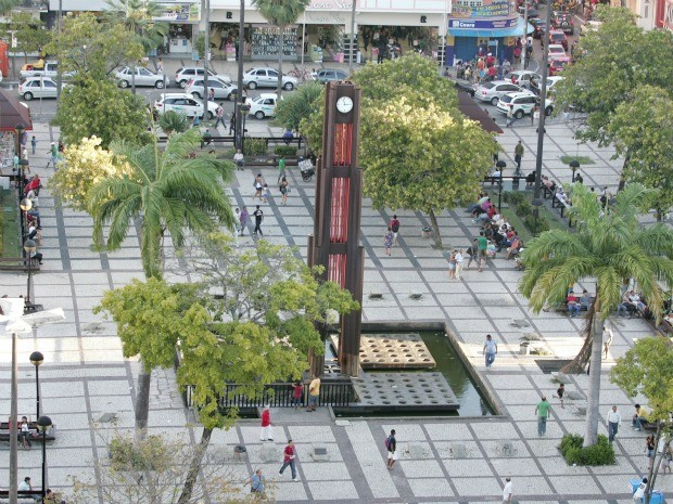 Lojas do Centro de Fortaleza funcionam até mais tarde a partir deste fim de semana