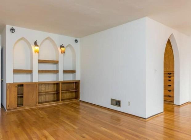 A suíte principal conta com closet (Foto: Hilton & Hyland/ Reprodução)