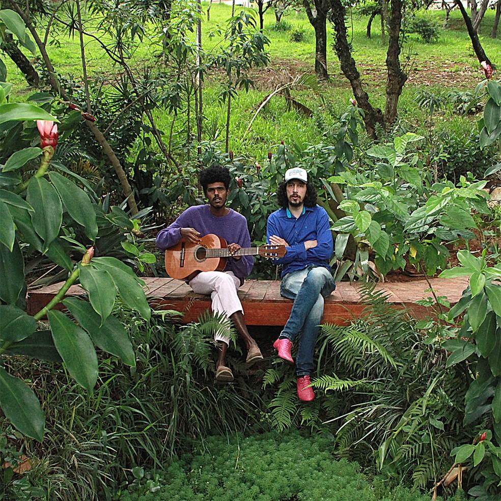 Capa do single 'Eu sei, adeus', de Rafael Castro com Lau e Eu — Foto: Divulgação