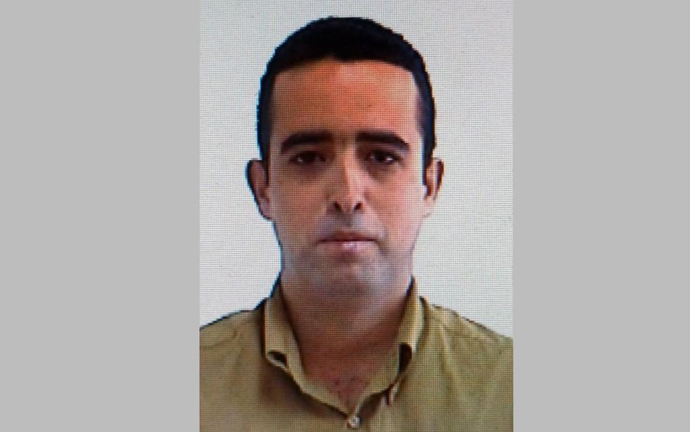 Alisson Henrique de Carvalho Cunha era funcionário terceirizado da escola e foi indiciado por apagar as imagens — Foto: Polícia Civil/Divulgação