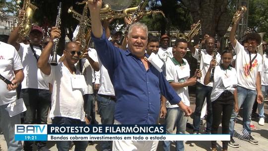 Filarmônicas fazem manifestações em cidades da Bahia para pedir apoio financeiro a bandas