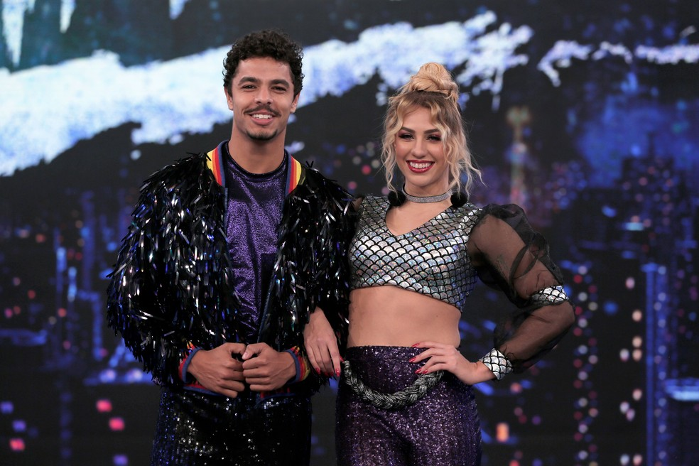 Matheus Abreu e Larissa Lannes na estreia do 'Dança dos Famosos — Foto: TV Globo/Joca Costa