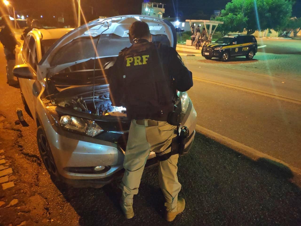 Carro roubado é recuperado durante operação da PRF na BR-412, em Sumé, Agreste da PB - Noticias
