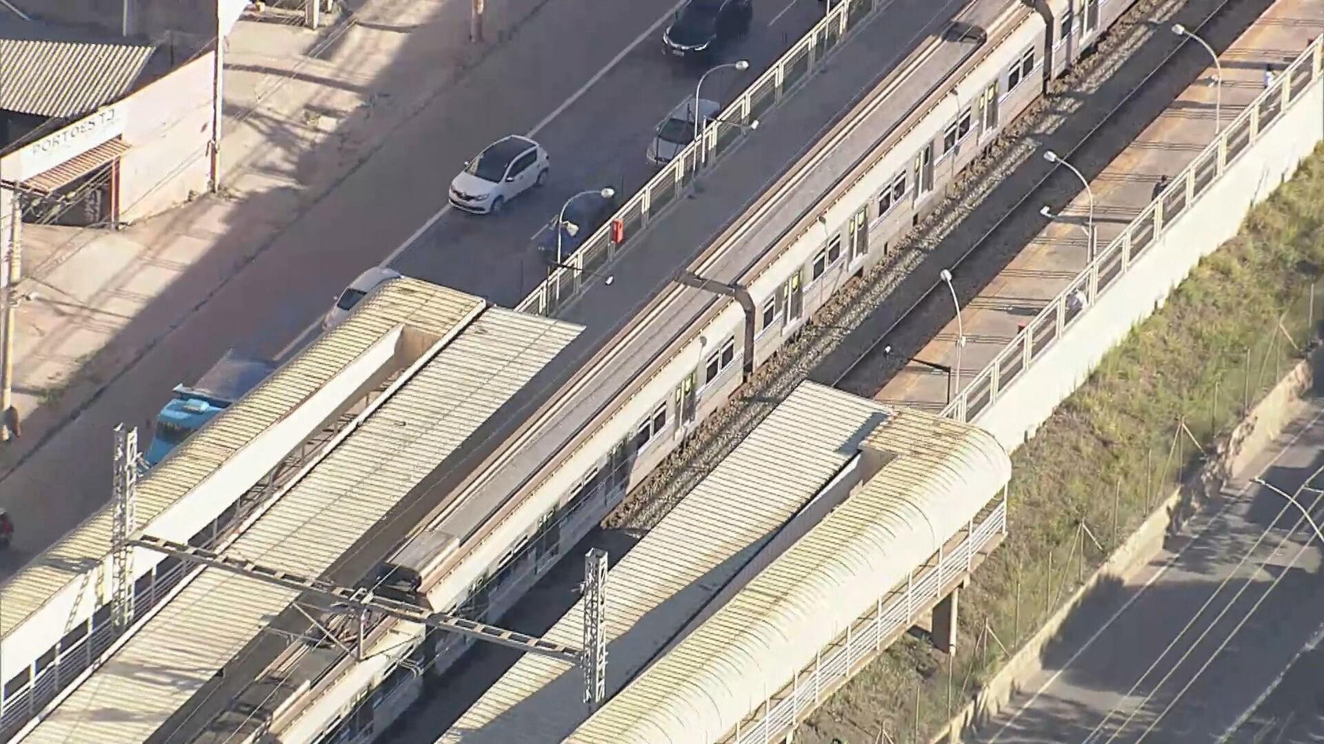 Bolsonaro assina decreto que coloca linha 2 do metrô de BH como prioridade nacional