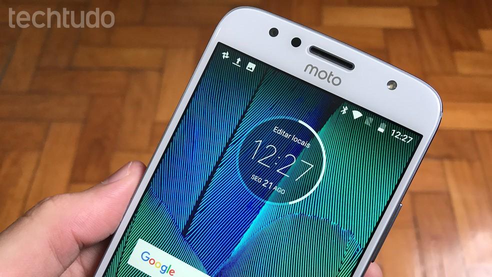 O Moto G5S Plus pode ser usado por seis horas se carregado por 15 minutos (Foto: Thássius Veloso/TechTudo)