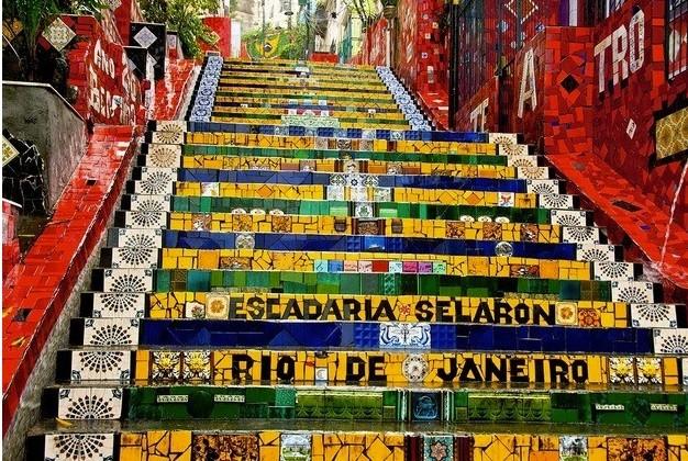 O secretário municipal de Turismo, Cristiano Beraldo, visitou a Escadaria Selarón, na Lapa, e quer criar Museu do Azulejo
