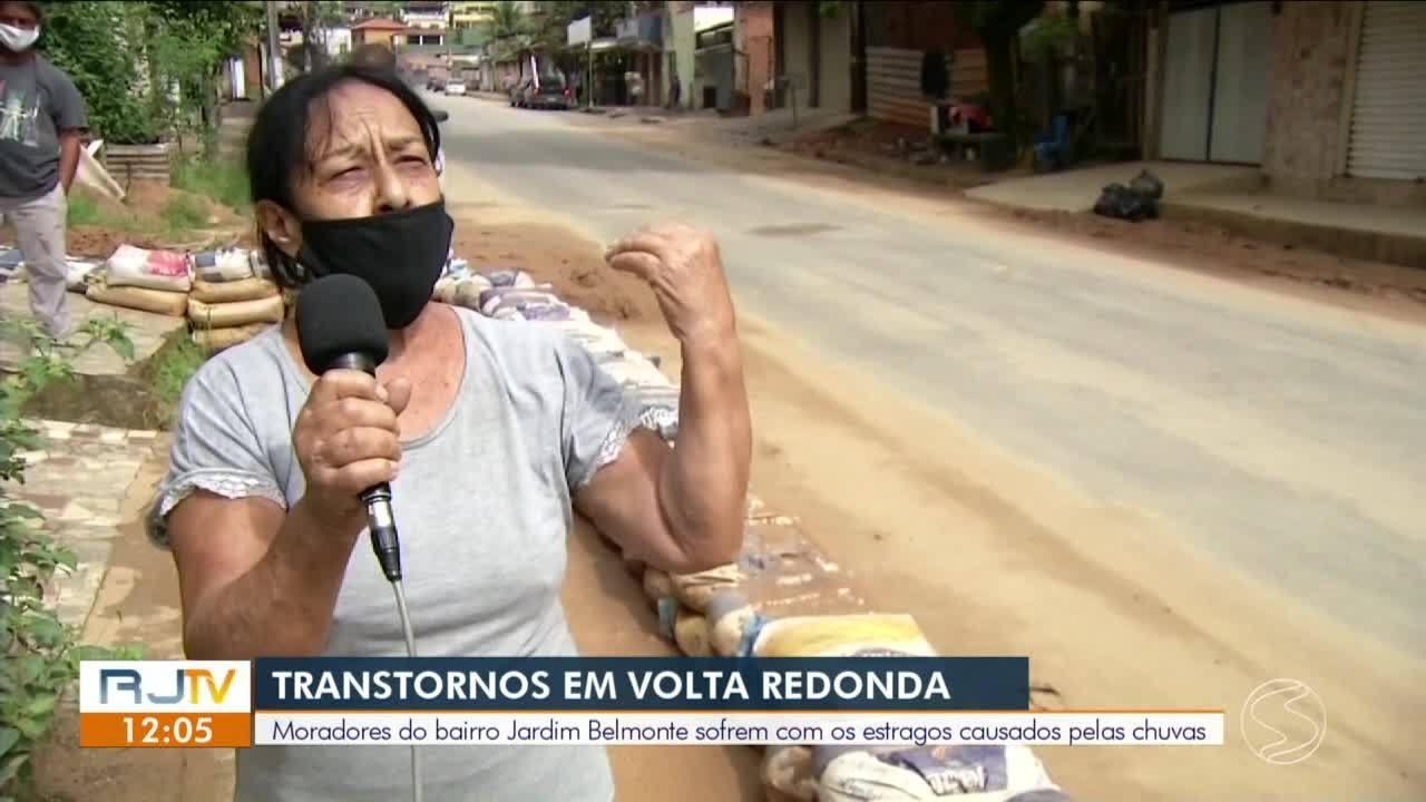 Moradores do Jardim Belmonte, em Volta Redonda, sofrem com estragos causados pelas chuvas