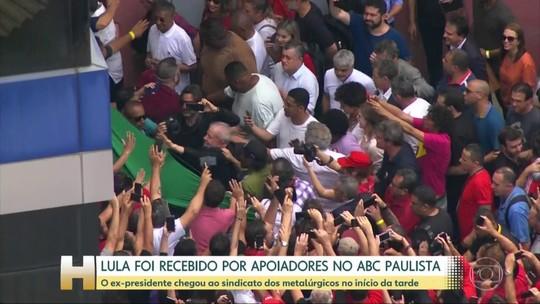 Ex-presidente Lula chega a São Paulo, após deixar a superintendência da PF em Curitiba