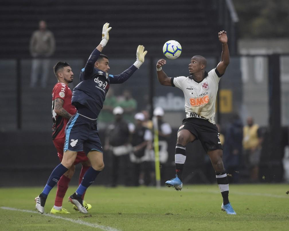 Santos cresce para cima de Ribamar: goleiro é o melhor do Athletico â?? Foto: André Durão