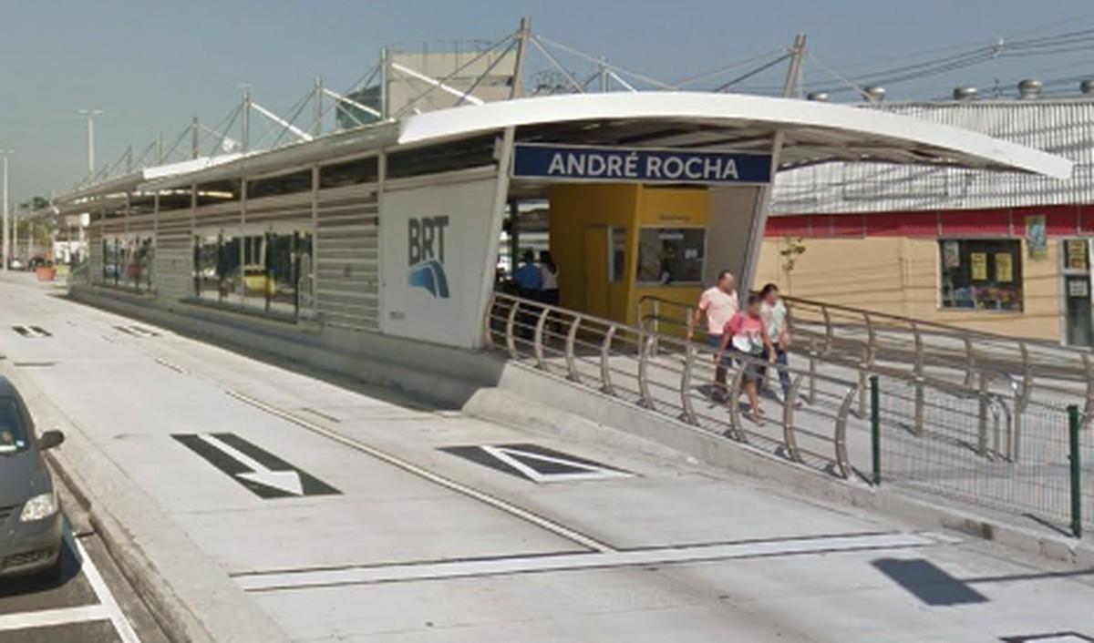 Homem é esfaqueado em estação do BRT da Taquara, na Zona Oeste do Rio - G1