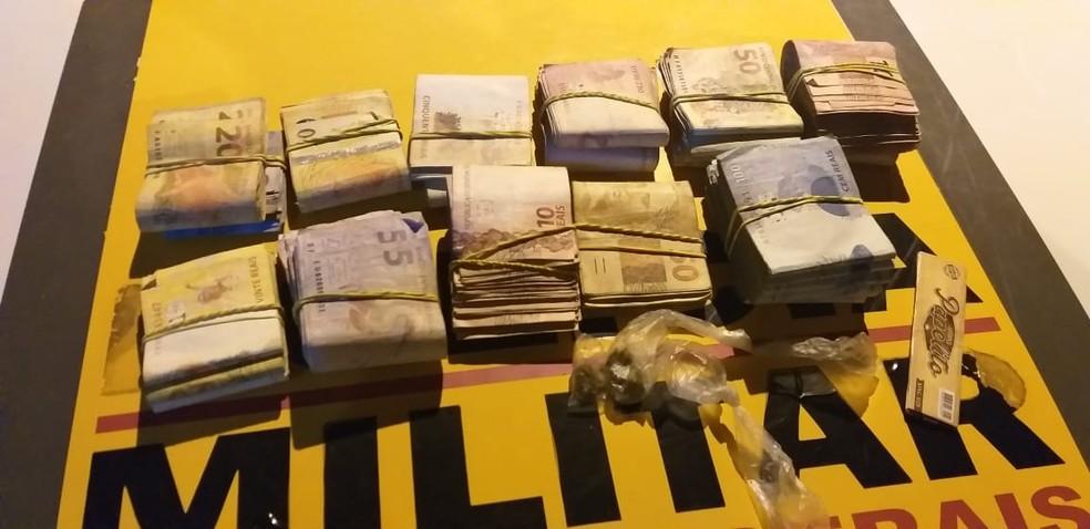 Polícia apreendeu mais de R$ 30 mil que estavam em um carro — Foto: Polícia Militar/Divulgação