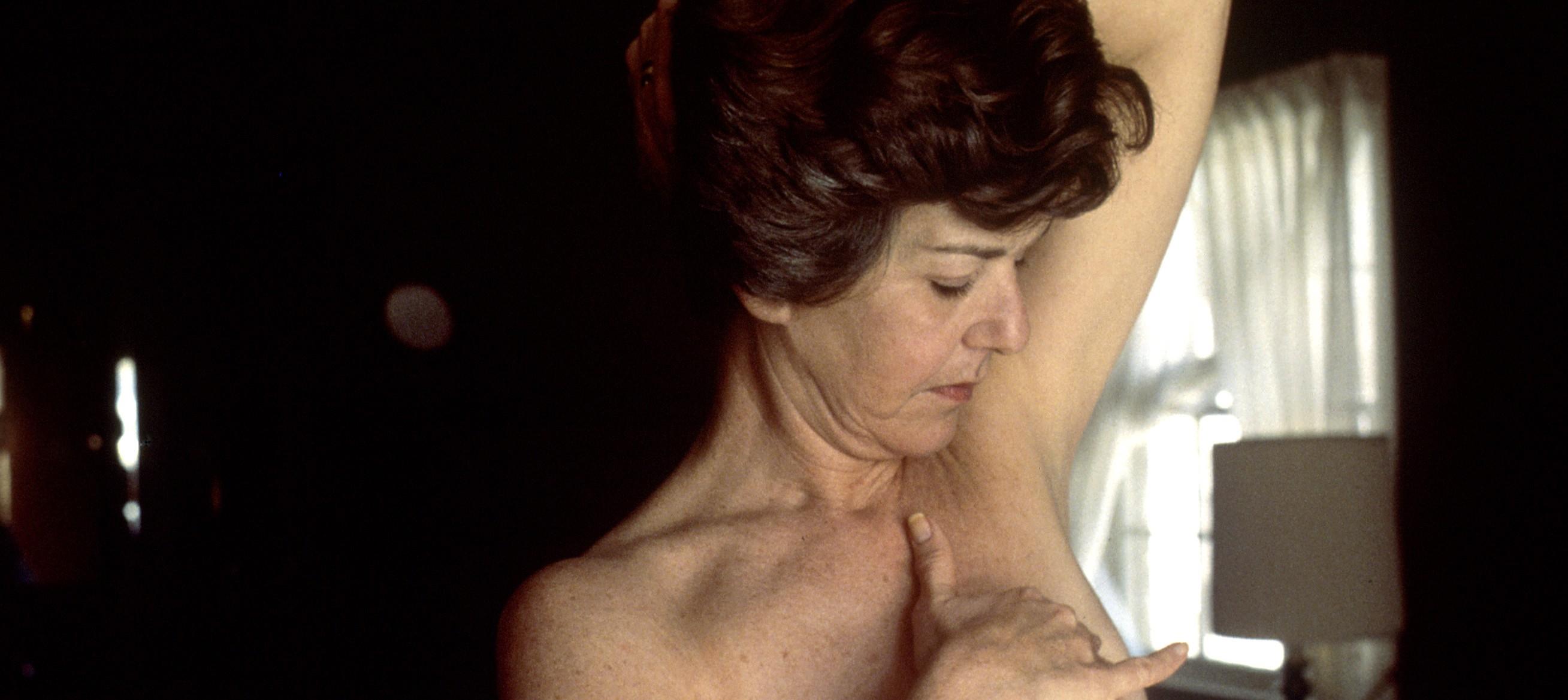 Com um autoexame simples, é possível prevenir o câncer de mama com maior facilidade (Foto: Wikimedia/Linda Bartlett)