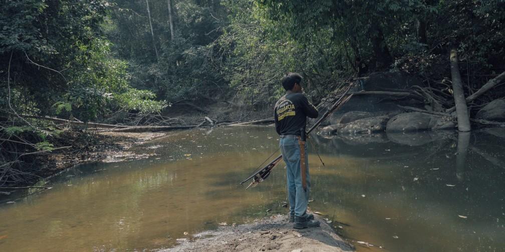Indígena Uru-eu-wau-wau durante pesca — Foto: Equipe de Autodocumentação Uru-eu-wau-wau