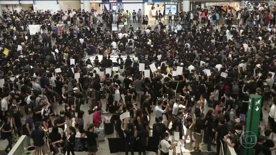 Aeroporto internacional de Hong Kong tem voos cancelados por causa de protestos