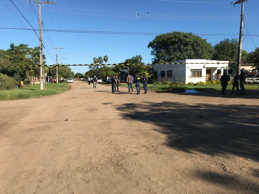 Local foi isolado pela Brigada Militar para a realização do trabalho da perícia (Foto: Josiane Pimentel/RBS TV)