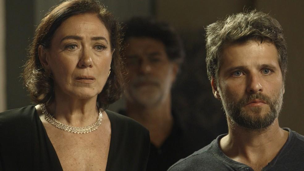 Gabriel (Bruno Gagliasso) fica chocado ao descobrir que Judith (Isabela Garcia) é a serial killer de Serro Azul, em 'O Sétimo Guardião' — Foto: TV Globo