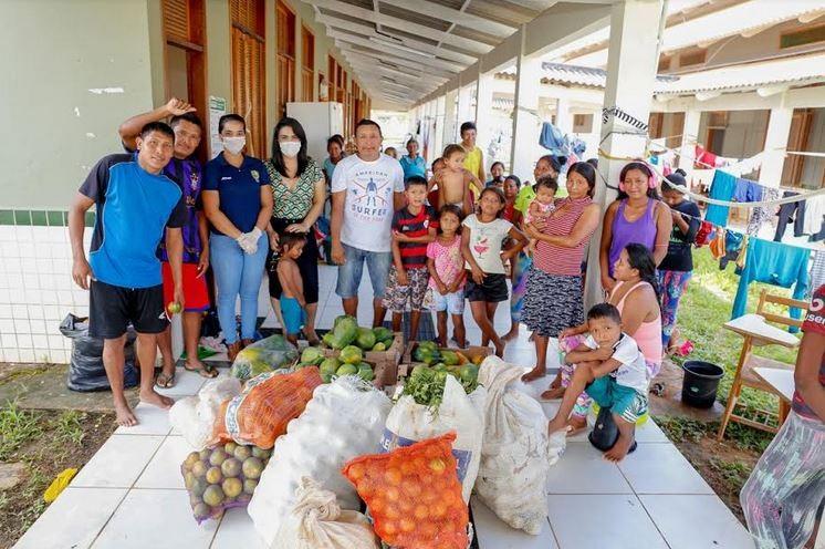 Indígenas venezuelanos instalados em escola na capital do Acre recebem doação de alimentos