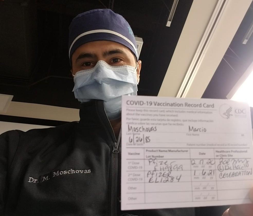 Médico Marcio Covas Moschovas tomou a segunda dose da vacina da Pfizer em janeiro — Foto: Arquivo pessoal/ Marcio Covas Moschovas