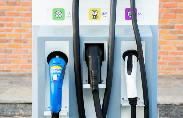Padrões de pinos disponíveis nas estações de carga da BMW: europeu, americano e convencional (Foto: Divulgação)