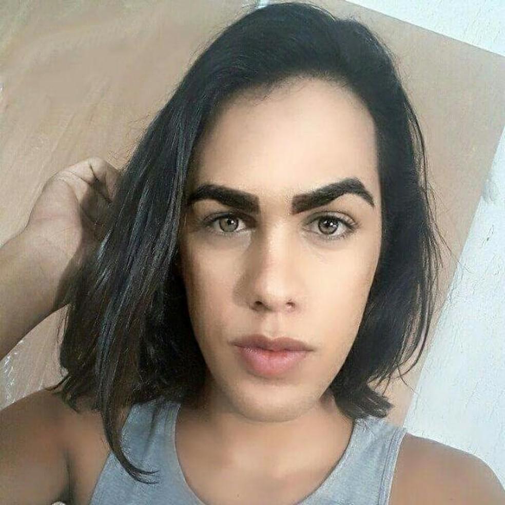 A transexual Nicolle, que alega ter sido demitida por denunciar discirminação (Foto: Arquivo Pessoal)