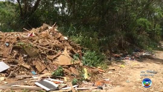 Moradores do Parque São João reclamam de terreno que virou lixão em Votorantim