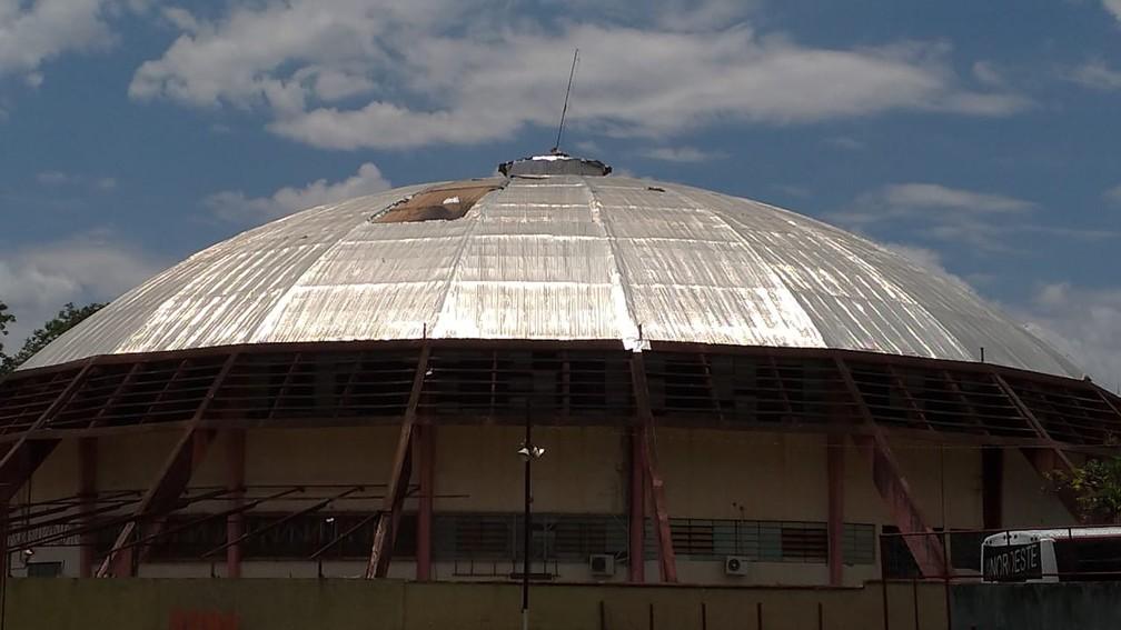 Ginásio panela de Pressão teve a cobertura danificada após chuva forte — Foto: Bruno Freitas/EC Noroeste