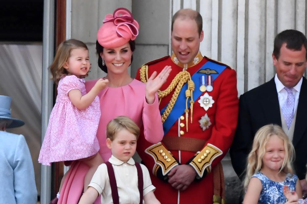 Kate e William com seus filhos Charlotte em cerimônia de aniversário de Elizabeth II (Foto: Chris J Ratcliffe / AFP)