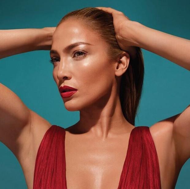 Jennifer Lopez lança própria linha de maquiagem (Foto: Reprodução / Instagram)