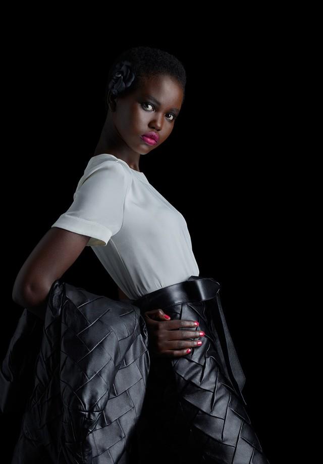 Adut Akech na campanha de pre-fall da Chanel (Foto: Instagram Adut Akech/ Reprodução)