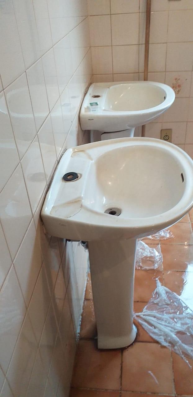 Banheiro público em Formiga é alvo de vandalismo; torneiras são furtadas - Notícias - Plantão Diário