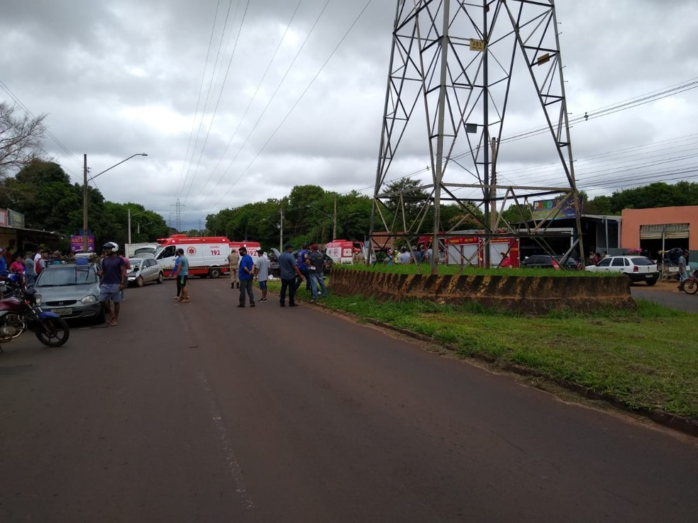 Avenida Guaicurus interditada por conta do acidente — Foto: Robson de Souza/TV Morena