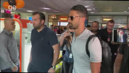 Na área: Tréllez desembarca em Porto Alegre para fazer exames e assinar com o Inter