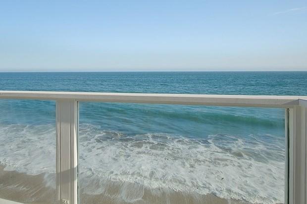 Jennifer Lopez compra casa de praia de ator em Malibu (Foto: Reprodução)
