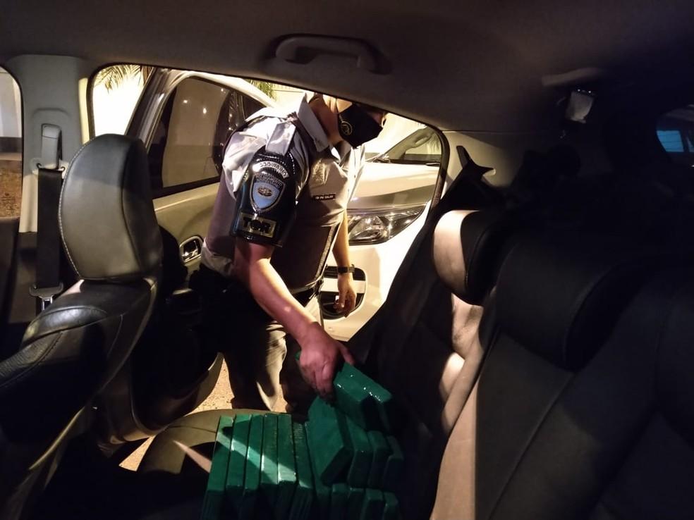 Motorista de 23 anos foi preso por tráfico de drogas na Rodovia Raposo Tavares em Ourinhos — Foto: Polícia Rodoviária/Divulgação