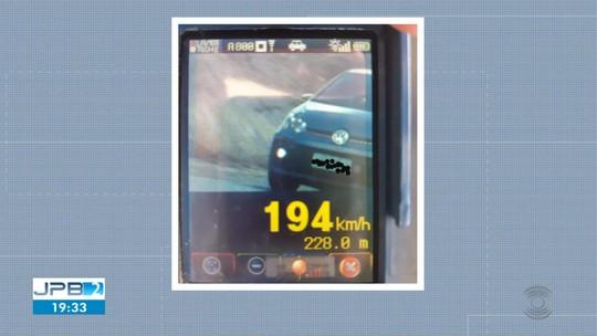 Carro é flagrado a 194 km/h na BR-230 pela PRF em Soledade, PB