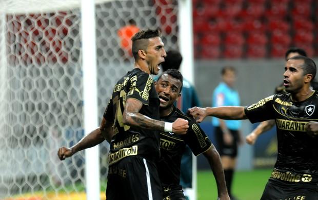 Rafael Marques gol Náutico x Botafogo (Foto: Aldo Carneiro/ Pernambuco Press)