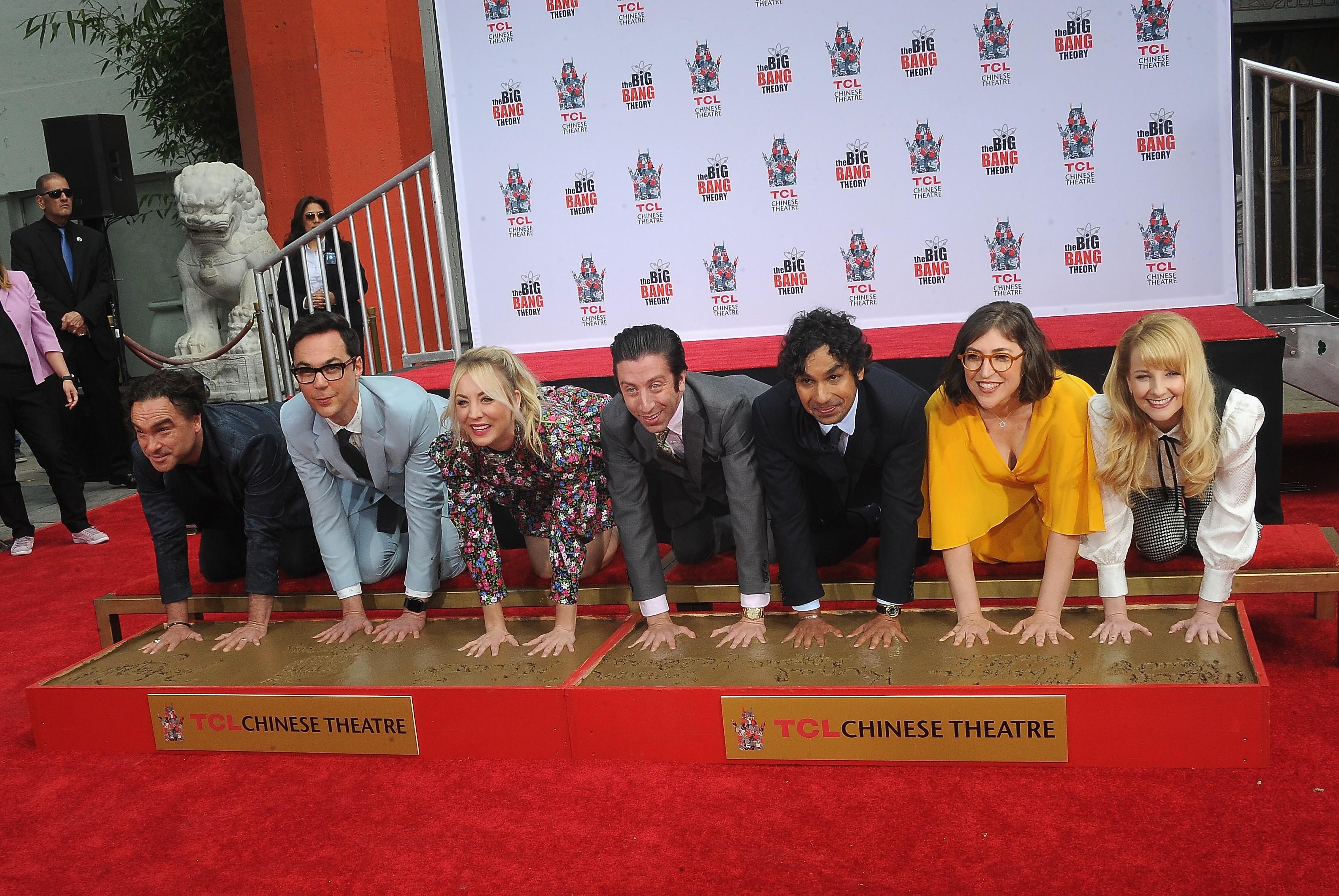 Johnny Galecki, Jim Parsons, Kaley Cuoco, Simon Helberg, Kunal Nayyar, Mayim Bialik e Melissa Rauch (Foto: Getty Images)