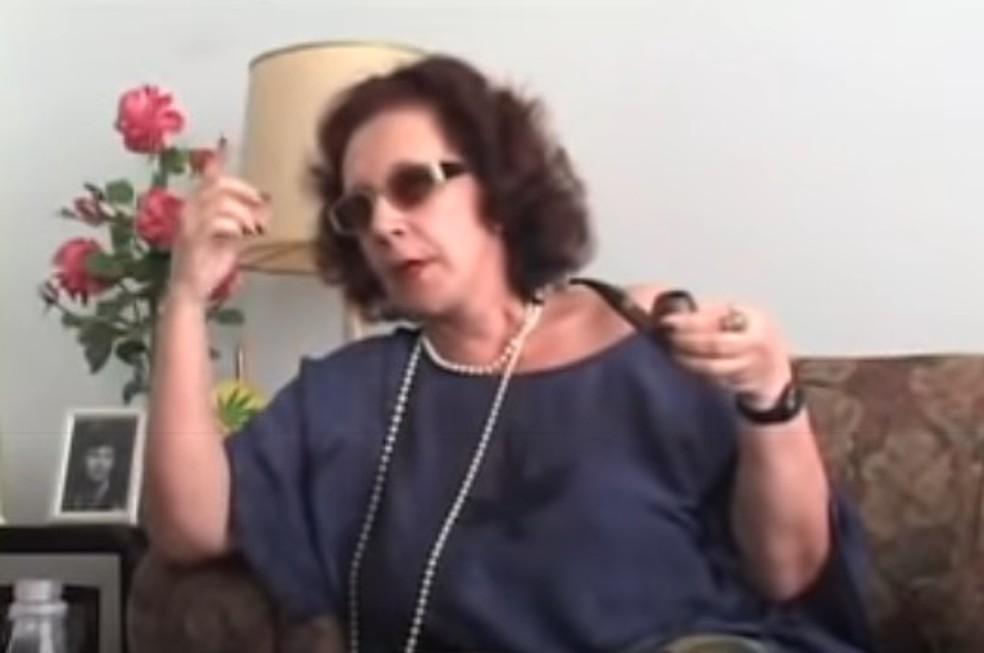 """A atriz e diretora Maria Alice Vergueiro em cena do filme """"Tapa na Pantera"""", de 2006. — Foto: Reprodução/Youtube"""
