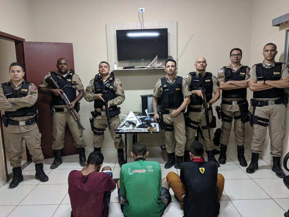 Policiais de Mato Verde, Monte Azul e Catuti participaram da ocorrência — Foto: Polícia Militar/Divulgação
