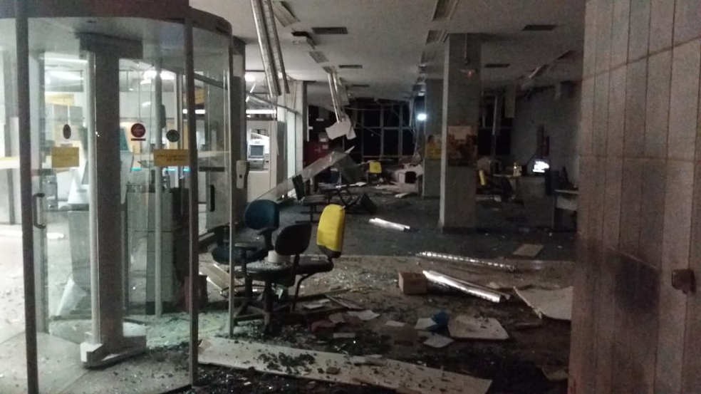 Agências ficaram destruídas após ataques em Passos (MG) (Foto: Reprodução/Redes Sociais)