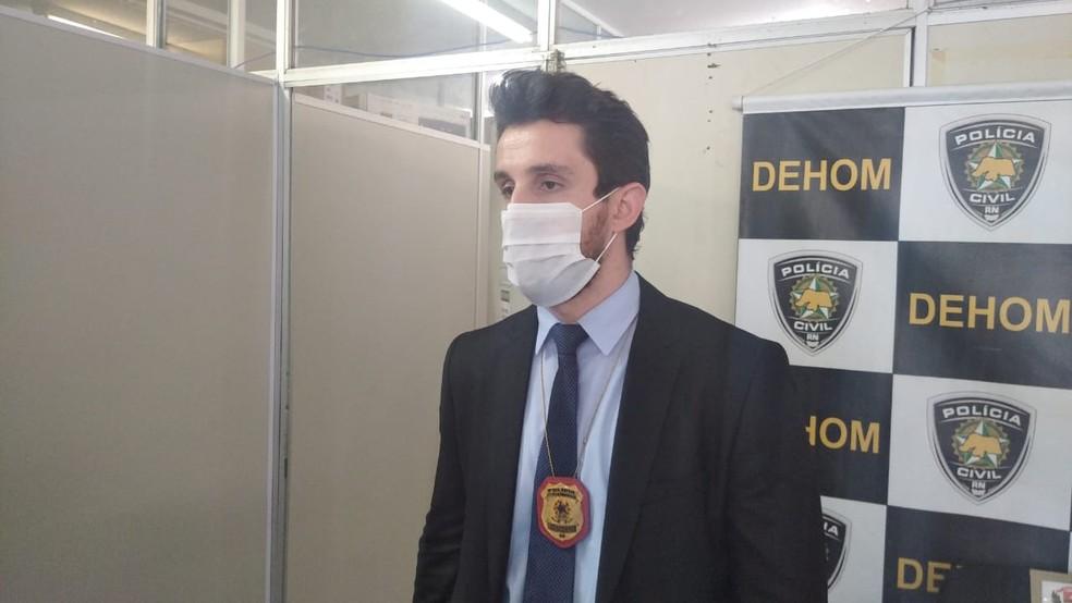 Delegado João Paulo Tardim, da delegacia seccional de Assis/SP,  esteve em Mossoró para efetuar a prisão  — Foto: Hugo Andrade / Intertv Costa Branca