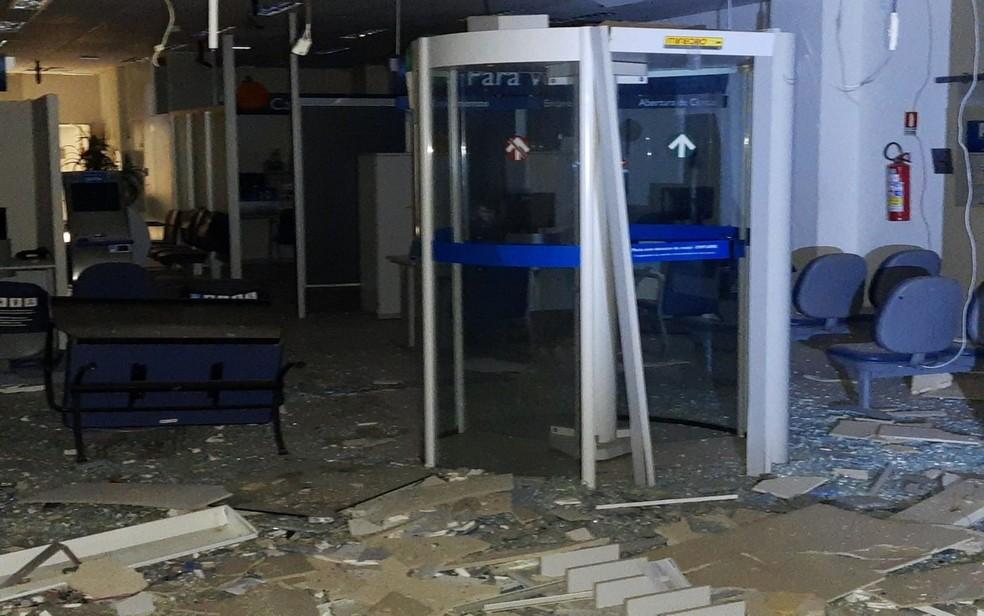 Agência da Caixa foi alvo de explosão em Carira — Foto: 3º BPM/Divulgação