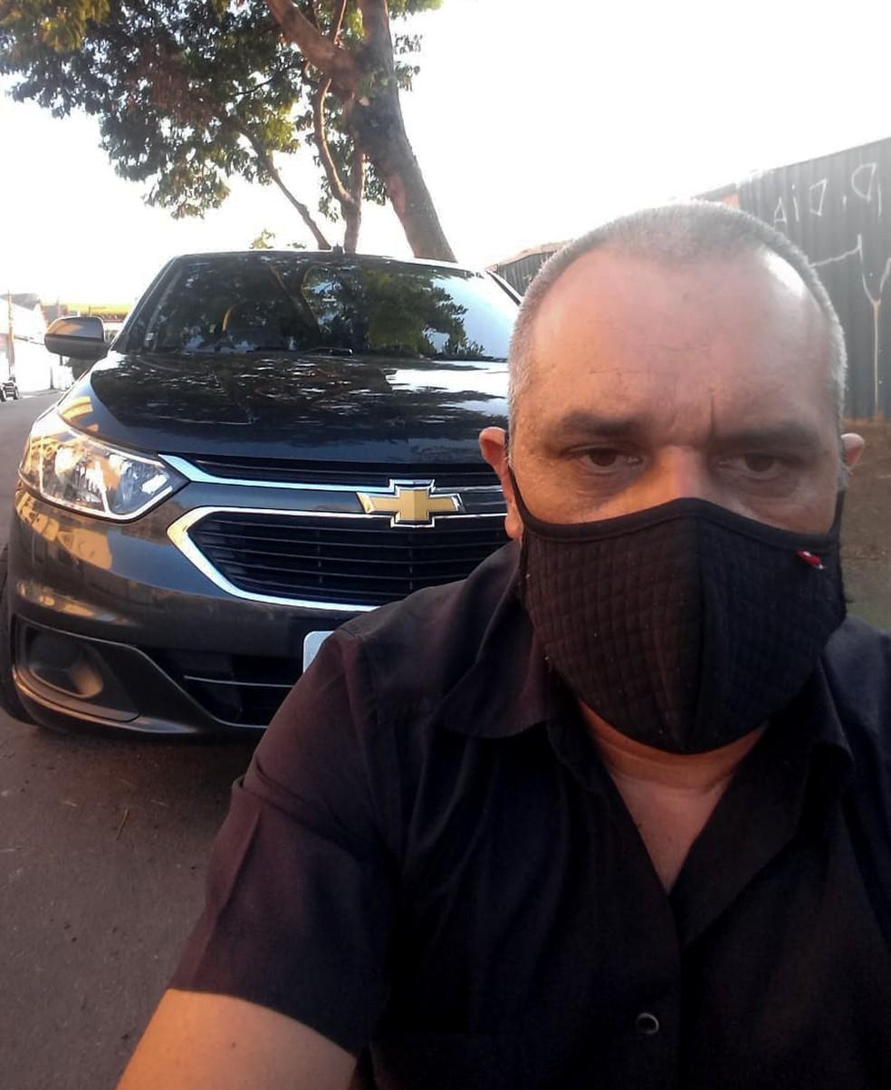 Rosimar Pereira, 48, é motorista há 20 anos, mas pensa em desistir da profissão se arrumar outro emprego — Foto: Arquivo pessoal