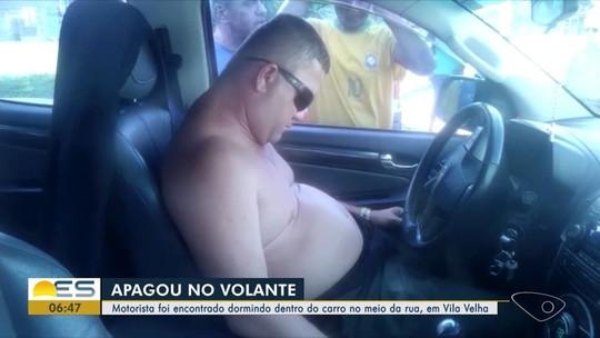 Advogado dorme dentro de carro ligado, no meio da rua, no ES
