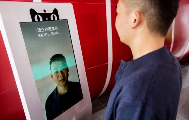 Sistema de reconhecimento para utilizar a máquina gigante de vendas de carros do Alibaba e da Ford (Foto: Divulgação Alibaba)