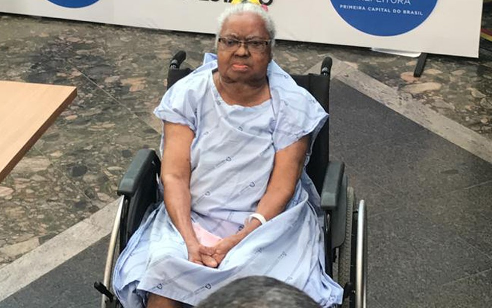 Idosa de 83 foi a segunda pessoa  receber a vacina na Bahia — Foto: Itana Alencar/G1 Bahia