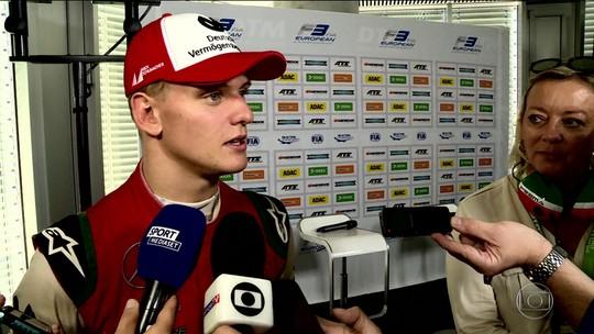 Prestes a estrear na Fórmula 2, Mick Schumacher se sente honrado em ser comparado ao pai